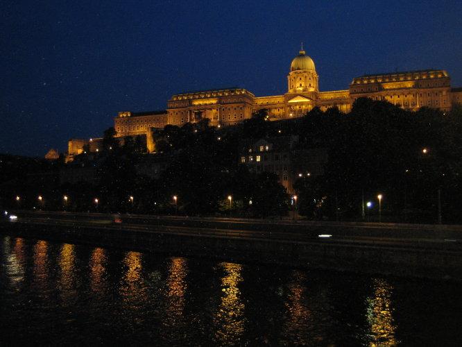 Будайский Дворец вечером
