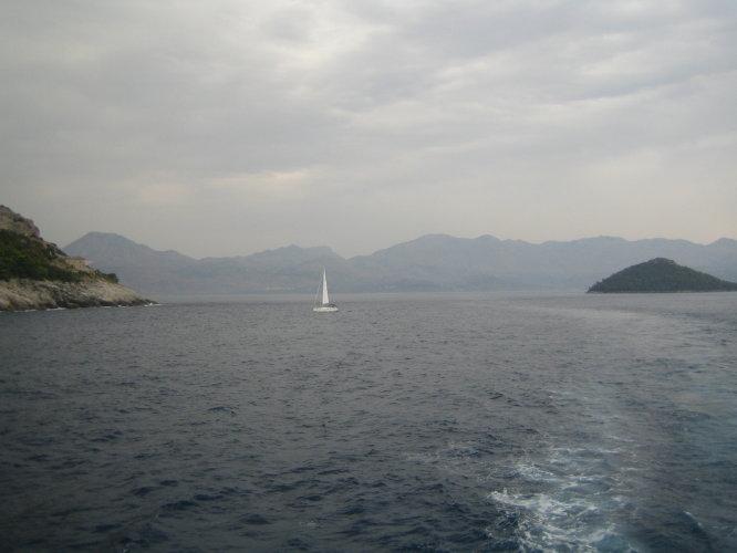 Белеет парус одинокий...в тумане моря голубом